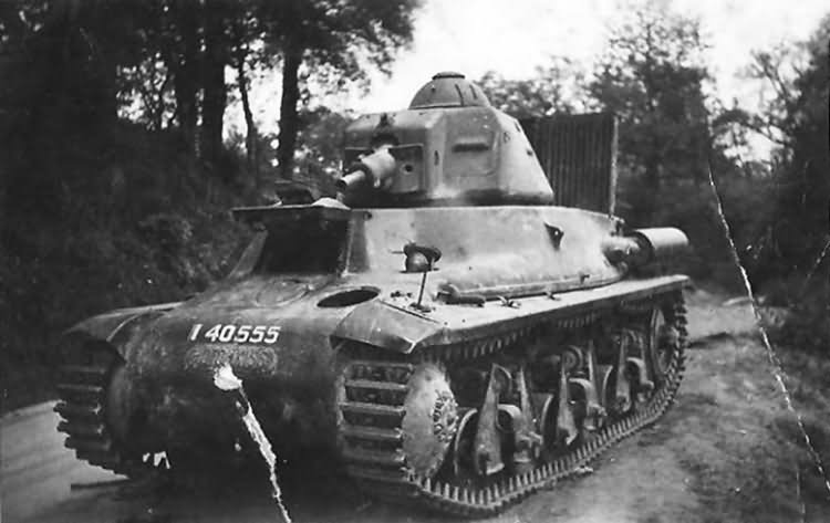 Hotchkiss_H35_tank_40555